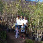 Donación de árboles en el marco del día internacional del consumo responsable.